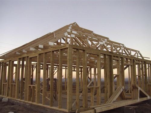 Szeglemezes tetőszerkezetek gyártása